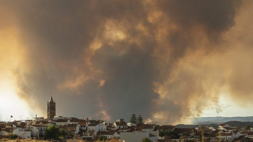 Incendio Almonaster la Real Sierra de Huelva 2020